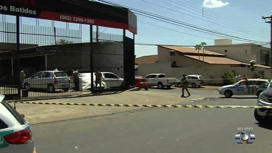 Três pessoas são mortas a tiros dentro de revendedora de carros, em Goiânia