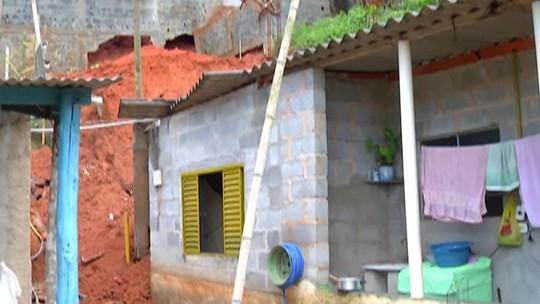 Parede de casa desaba e deixa uma mulher ferida em Santa Isabel