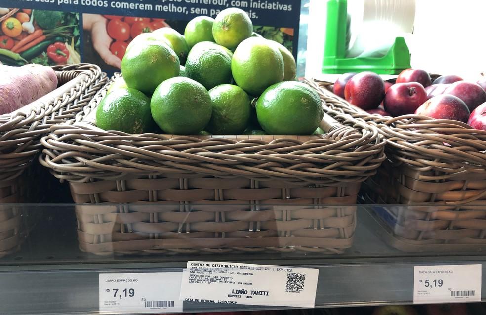 Limão com a identificação implementada pelo Ministério da Agricultura — Foto: Rikardy Tooge/G1
