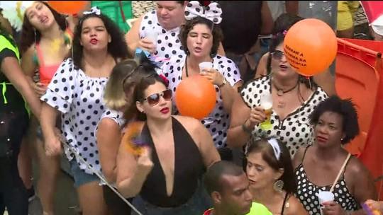 Cordão da Bola Preta arrasta 500 mil foliões no Rio