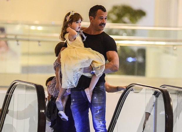 Malvino Salvador com a filha, Kyara (Foto: Webert Belicio / AgNews )