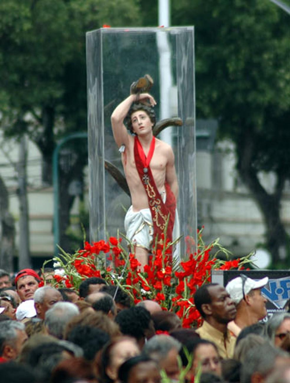 Imagem de São Sebastião em procissão — Foto: Gustavo de Oliveira/ Arquidiocese do Rio