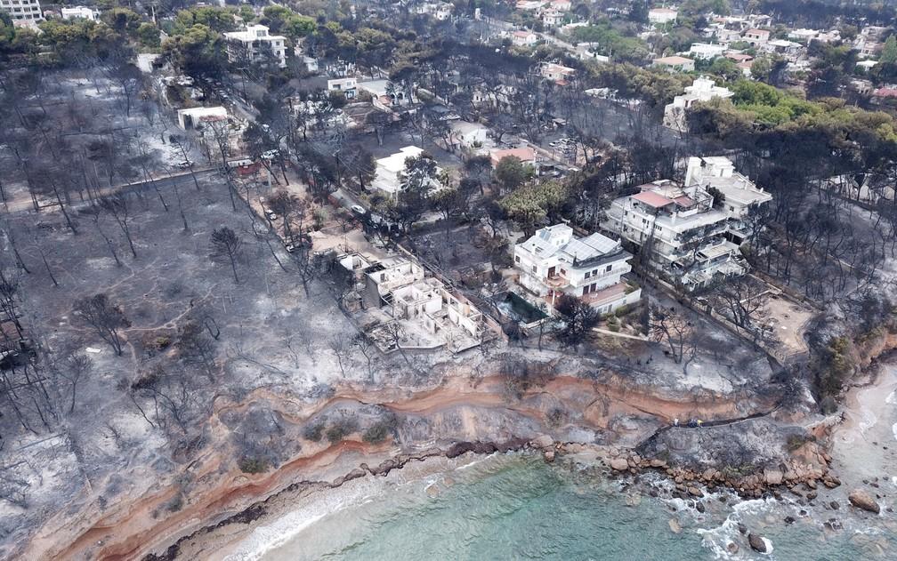 -  Vista aérea mostra devastação causada por incêndio em Mati, na Grécia, em imagem de arquivo.  Foto: FlyGreeceDrone/via Reuters