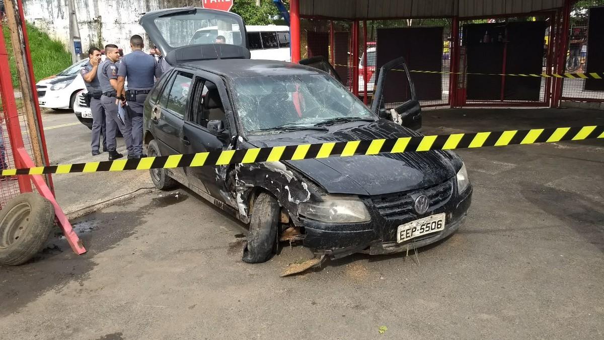 Policiais são atingidos por carro de suspeito durante perseguição em Campinas