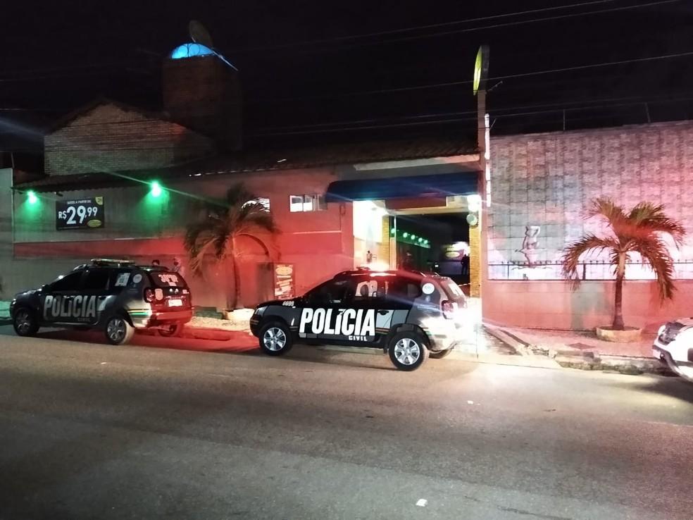 Mulher de 27 anos foi encontrada morta dentro do carro de um PM que a acompanhava em um motel em Fortaleza. — Foto: Darley Melo/ SVM