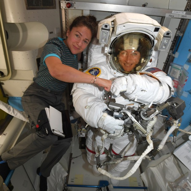 Gli astronauti Jessica Meir e Christina Koch sulla Stazione Spaziale Internazionale (Immagine: Twitter/Christina Koch)