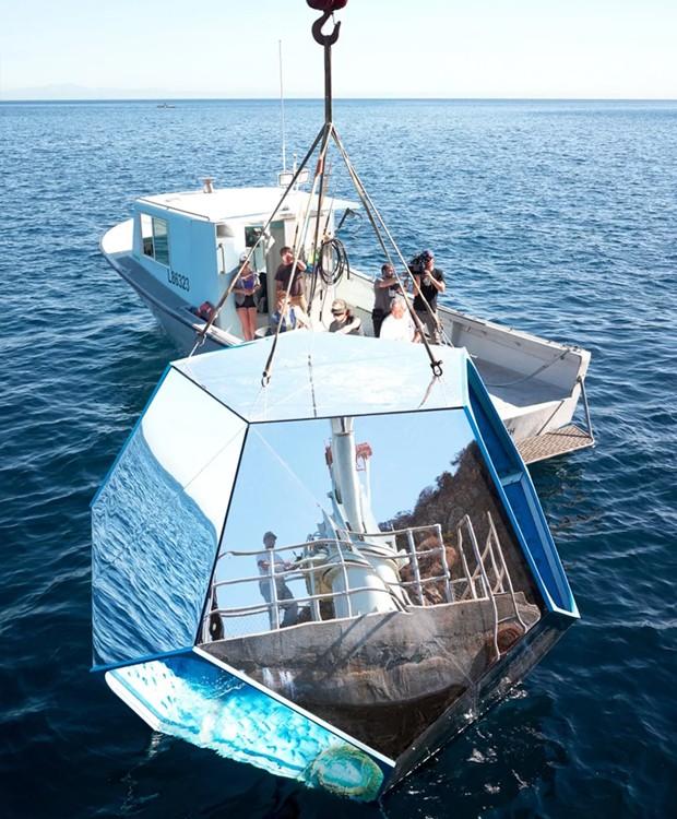 Os espelhos também dão forma à superfície externa (Foto: Parley For The Oceans e MOCA/ Reprodução)