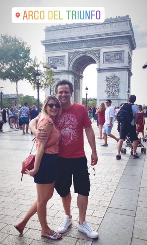 Danton Mello e Sheila Ramon no Arco do Triunfo (Foto: Reprodução/Instagram)