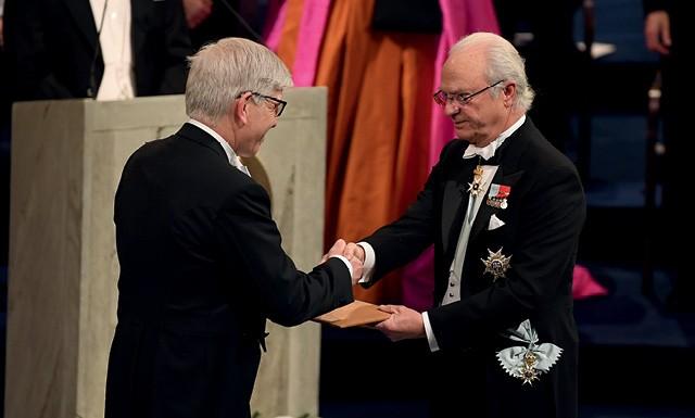 Ao receber o Nobel, Paul Romer (à esq.) elogiou o colega William Nordhaus, que estuda a relação entre economia e impacto ambiental (Foto: Pascal Le Segretain/ Getty Images)