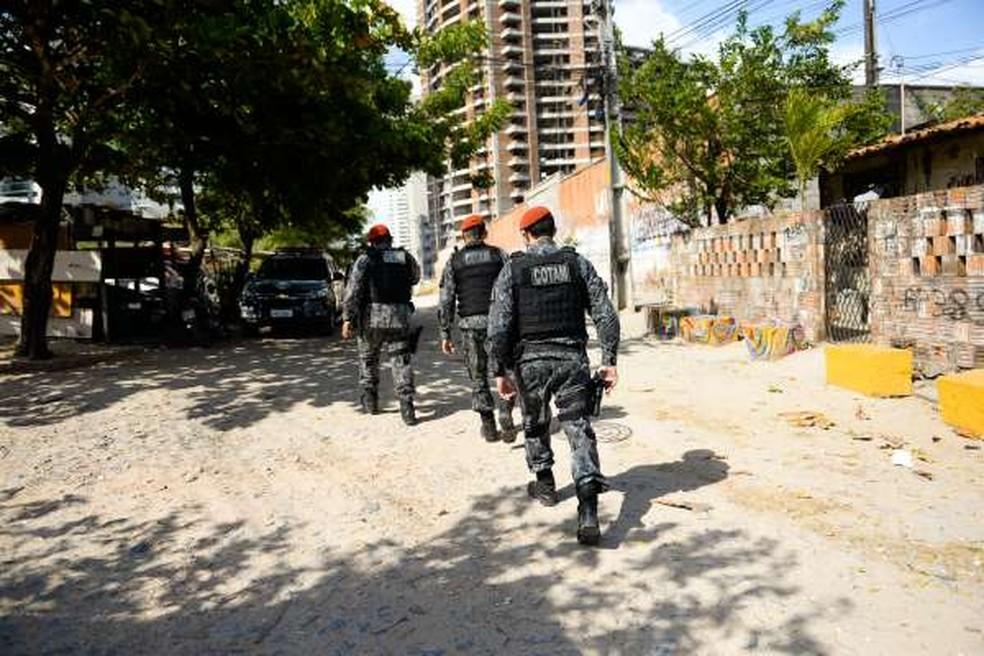 Documento foi localizado em uma casa abandonada na Rua Desembargador Lauro Nogueira com Rua Doutor Ribamar Lobo, no Papicu. — Foto: SSPDS/ Divulgação