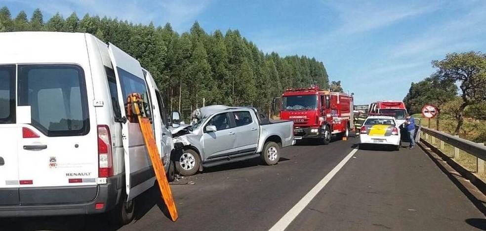 Colisão frontal deixa dez pessoas feridas na SP-215 em São Carlos (Foto: ACidadeOn/São Carlos)