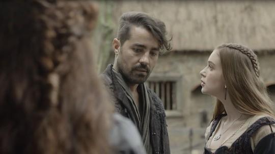 Amália vê Virgílio e afirma: 'Ele é meu noivo'