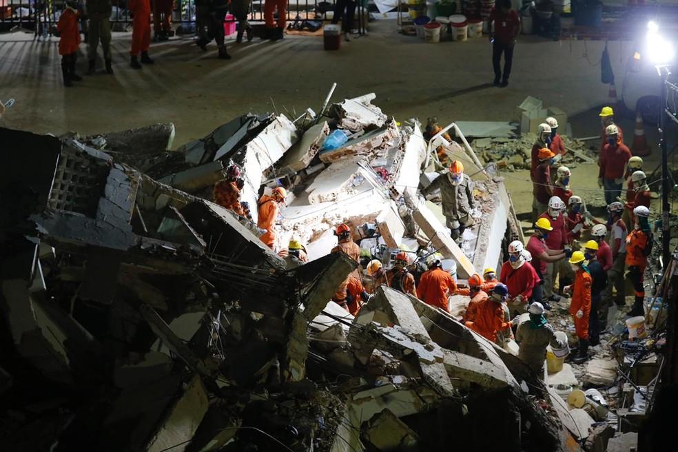 Operação de resgate em Fortaleza segue sem interrupções — Foto: Thiago Gadelha/SVM