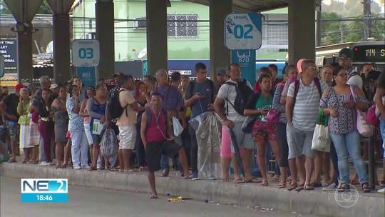 Protestos bloqueiam estradas, paralisam serviços de transporte e suspendem aulas