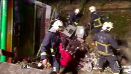 Alta velocidade pode ter provocado acidente de ônibus que matou mais de 30 em Taiwan