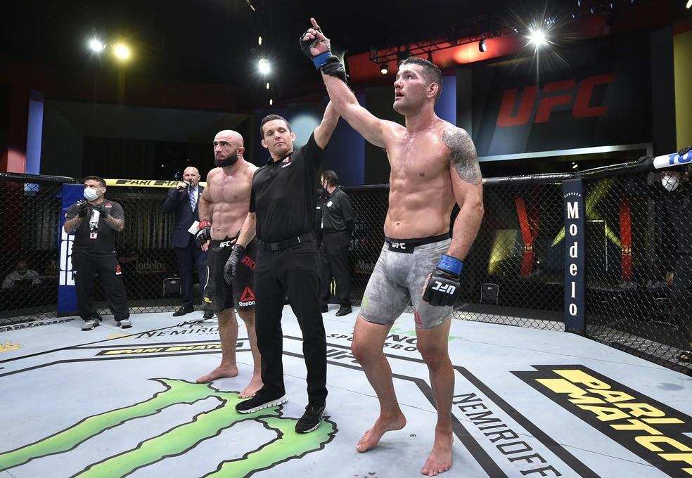 Chris Weidman venceu Omari Akhmedov na decisão unânime dos juízes no UFC de sábado — Foto: Getty Images
