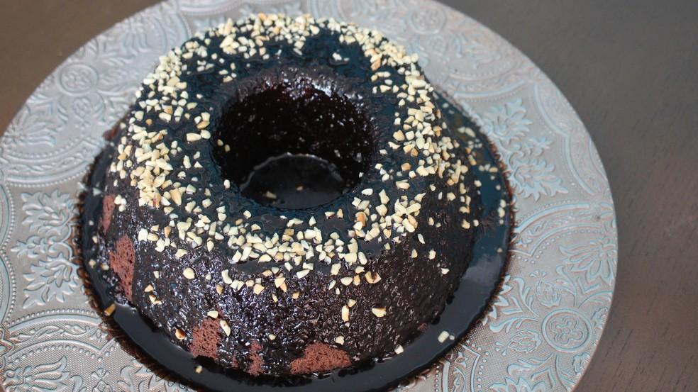 Bolo de chocolate vegano feito por Dalila Requel, de Santos — Foto: Mariane Rossi/G1