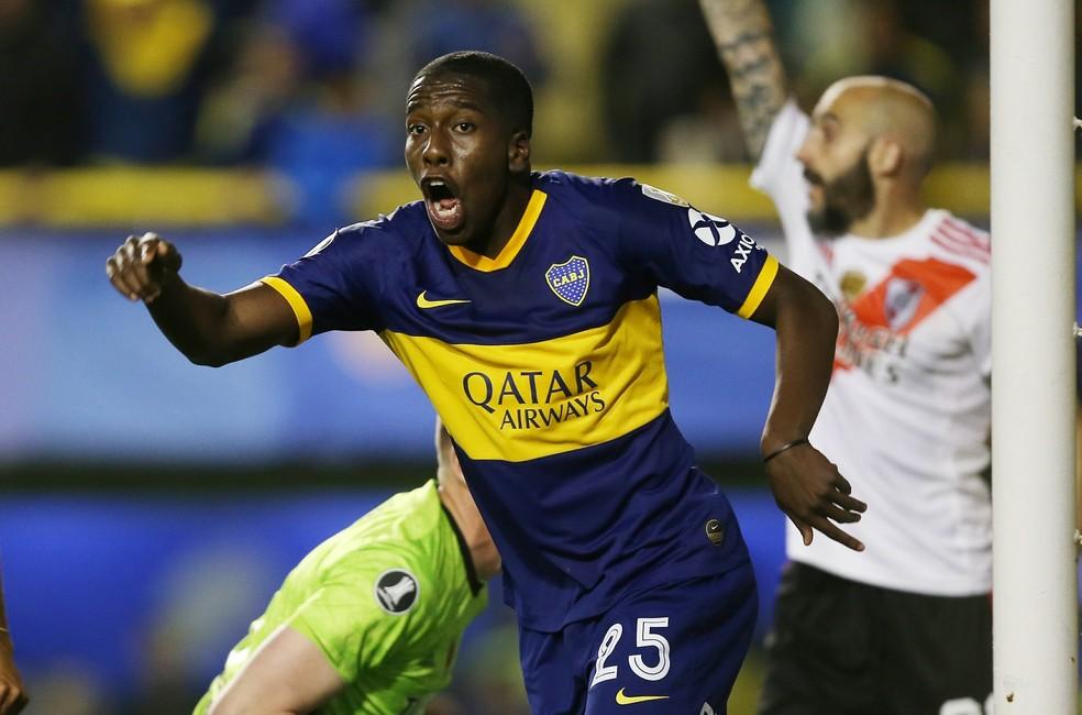 Jan Hurtado em ação pelo Boca Juniors — Foto: Agustin Marcarian / Reuters