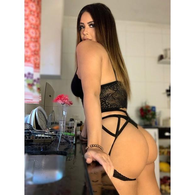 Na cozinha de lingerie, Geisy Arruda dá dicas para esquentar o seu Dia dos  Namorados - GQ | Musa