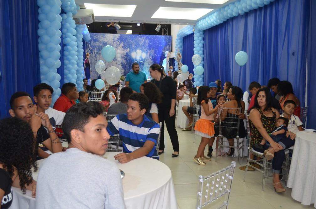 Festa foi feita para 50 convidados (Foto: Rita Torrinha/G1)