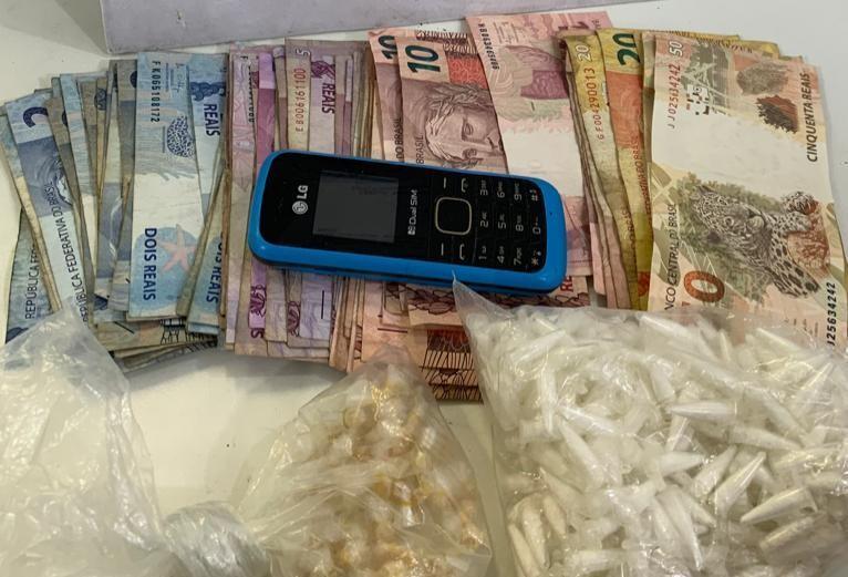 Suspeito de tráfico de drogas é preso após subir em telhados para tentar fugir da polícia em Salvador