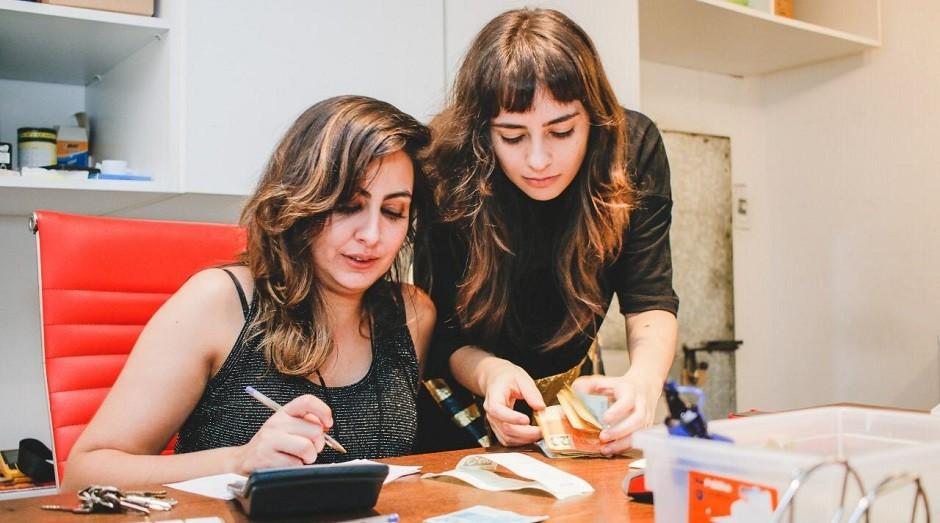 Aline Vetillo e Janaína Duarte, fundadoras do Fenda Bar: estabelecimento recorreu aos cupons para engajar público na quarentena (Foto: Divulgação)