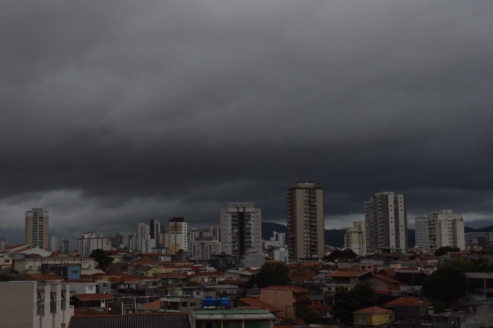 869f416d8 ... Chuva cai forte na cidade de São Paulo na tarde deste domingo (28) —