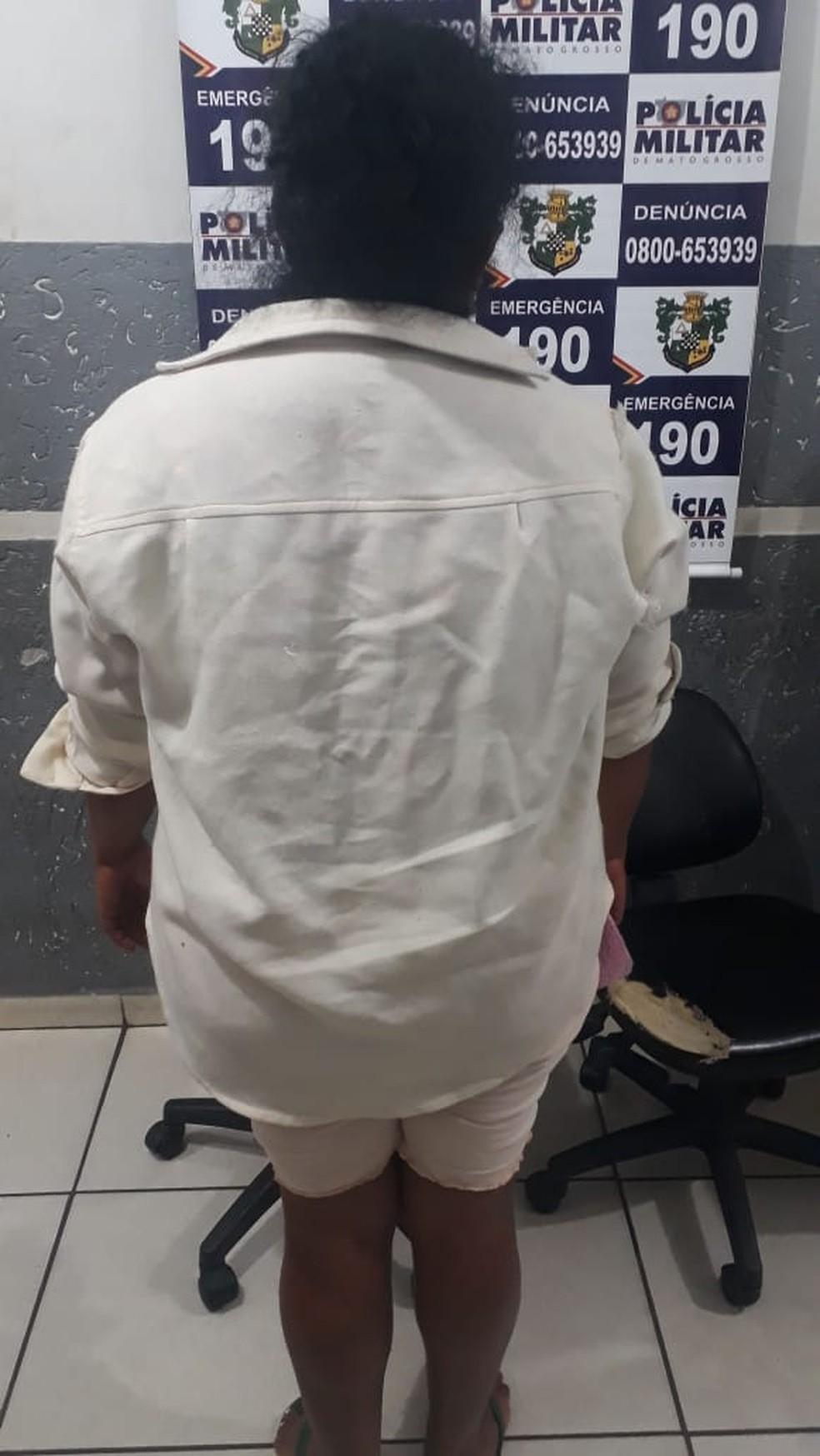 Kênia Neres Matos, de 40 anos, foi presa em Barra do Garças — Foto: Polícia Militar de Barra do Garças/Assessoria
