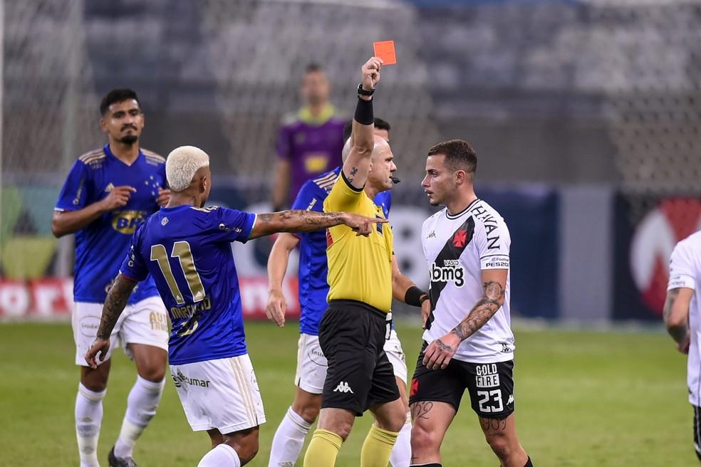 Bruno Gomes teve algumas chances com Cabo, mas expulsões o atrapalharam  — Foto: Agência i7/ Mineirão