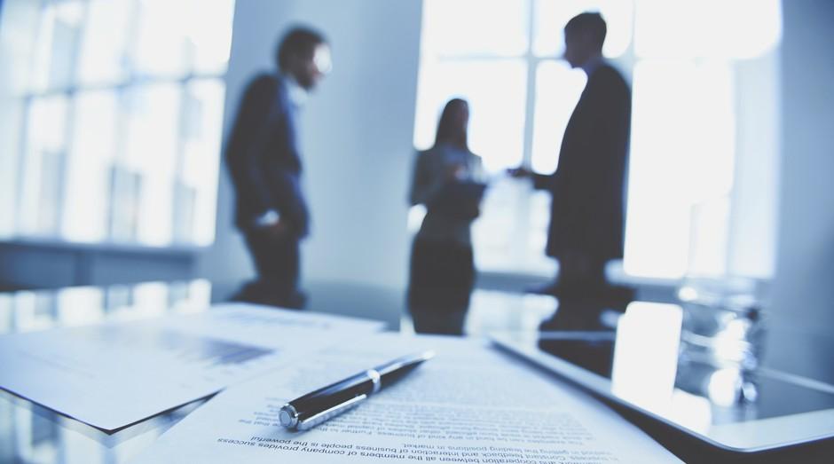 contrato; acordo; reuniao; socios (Foto: ThinkStock)