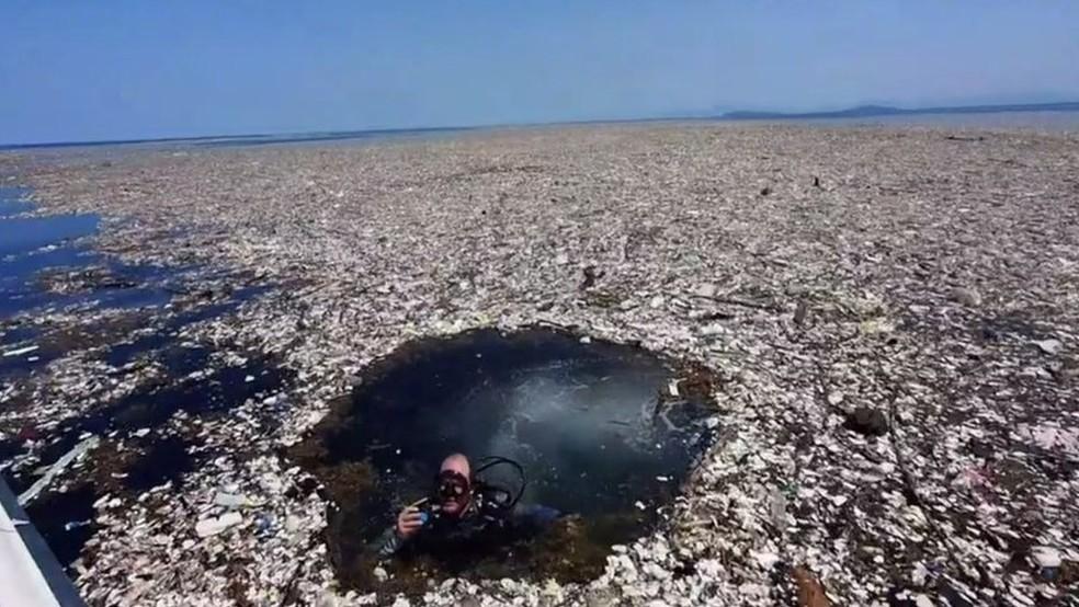 'Mar de lixo' entre as costas da Guatemala e de Honduras (Foto: Cortesia de Caroline Power)