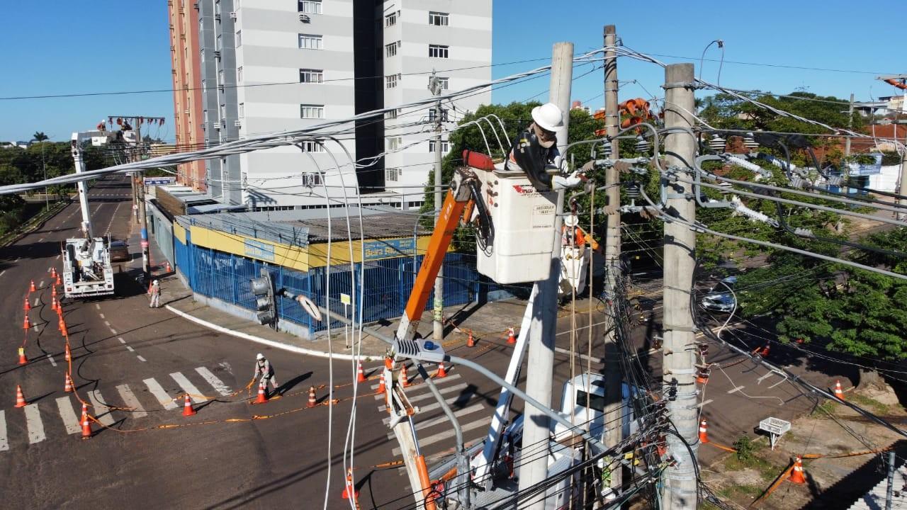Energisa faz manutenção preventiva e substitui cabos na região central de Campo Grande