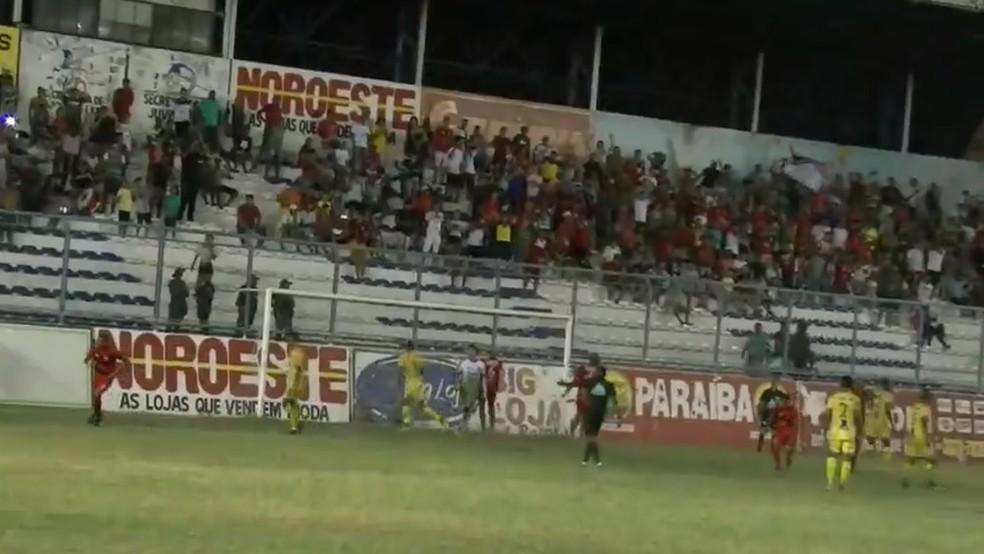 Torcedor do Juventude viajou para Babacal para assistir ao jogo no Correão — Foto: Reprodução / FMF
