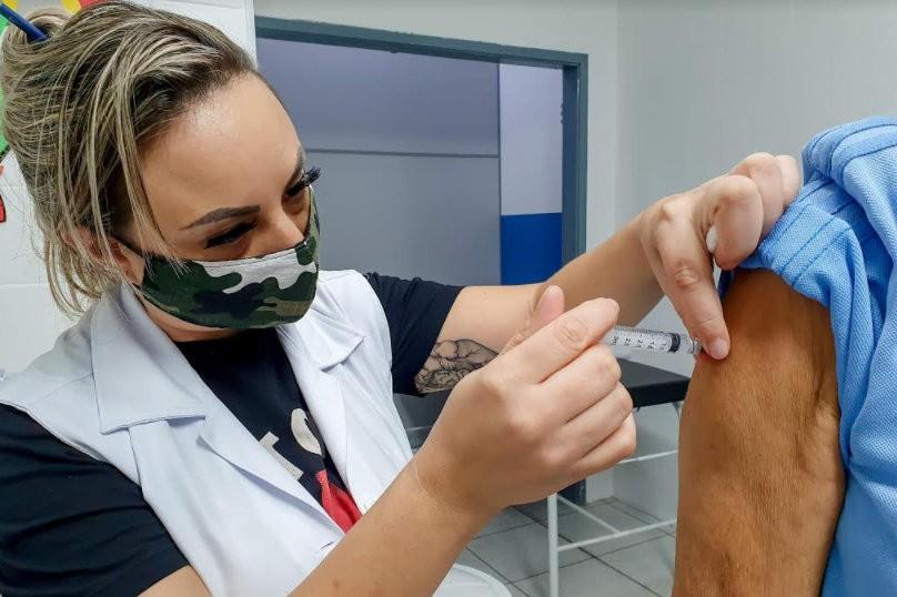 Rio Claro começa a vacinar idosos com mais de 77 anos contra a Covid-19
