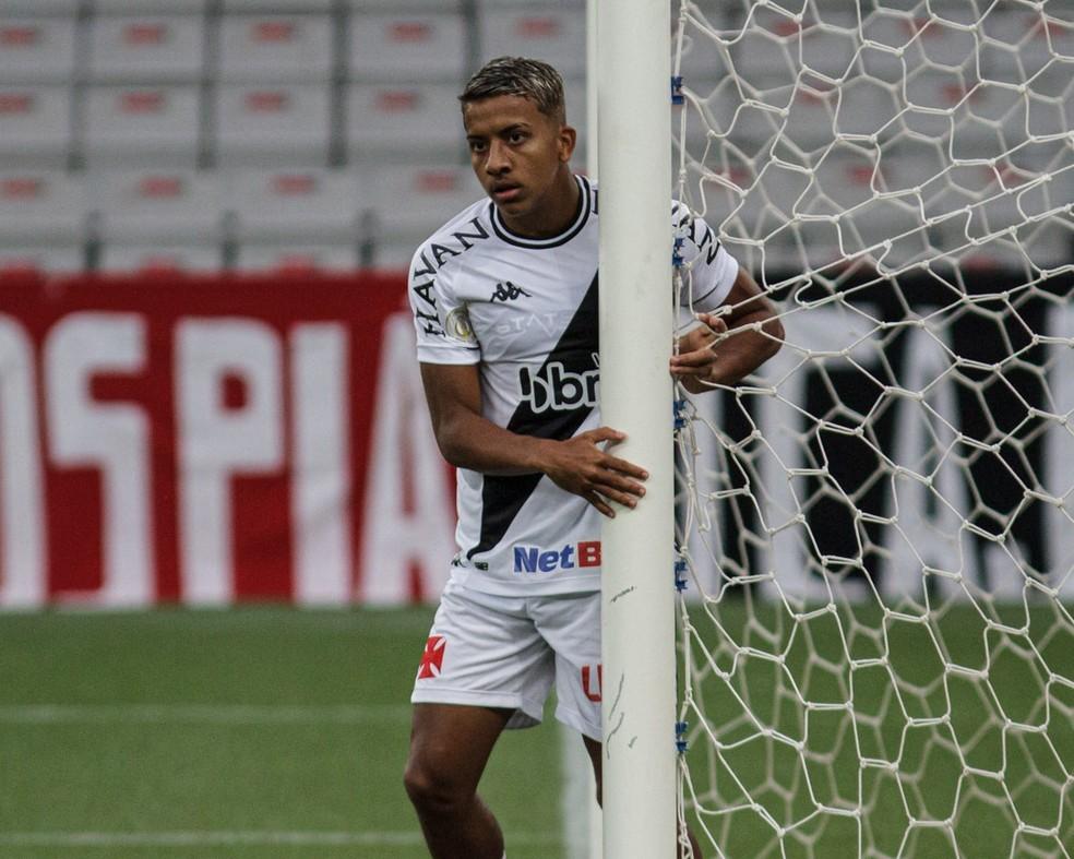 Vinícius jogou duas vezes com Luxa, nos jogos contra Bragantino e Palmeiras — Foto: Matheus Sebenello/NeoPhoto