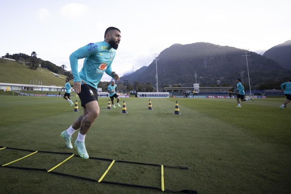 Gabigol durante treino da seleção brasileira na Granja Comary, em Teresópolis — Foto: Lucas Figueiredo/CBF