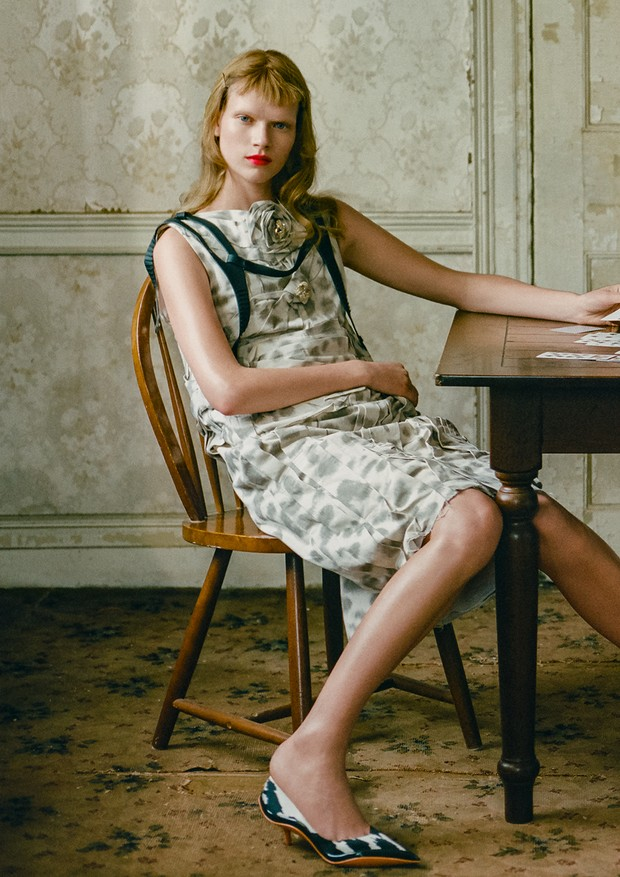 Vestido, colete e sapatos, tudo Calvin Klein 205W39NYC (Foto: Zee Nunes)