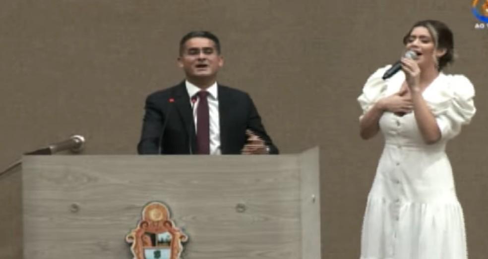 Hino de louvor durante cerimônia de posse do prefeito David Almeida, em Manaus — Foto: Reprodução