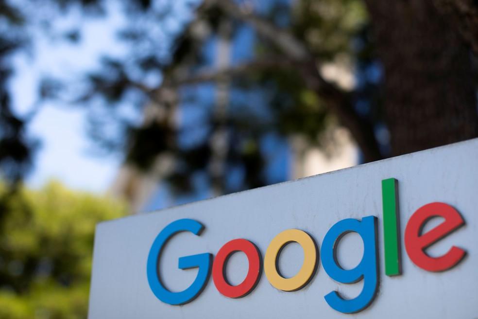 O logotipo do Google é visto em um dos complexos de escritórios da empresa em Irvine, Califórnia, nos Estados Unidos — Foto: Mike Blake/Reuters/Arquivo