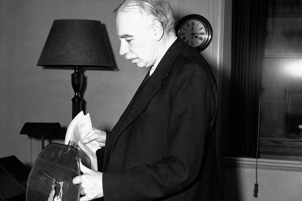 """""""A questão de que um Estado emissor de moeda fiduciária não tem restrição financeira é de lógica. E não é novidade. Está em [John Maynard] Keynes (foto)"""", diz Lara Resende — Foto: AP"""