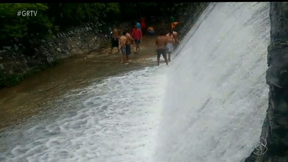 Açude cheio em Cedro, Sertão de PE (Foto: Reprodução/ TV Grande Rio)