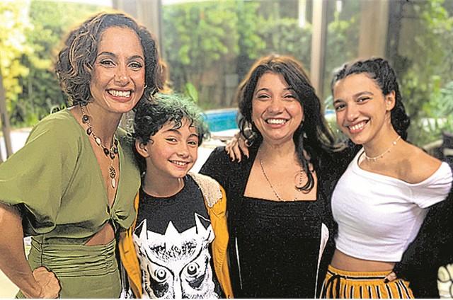 Camila Pitanga e Susanna Lira com as filhas, Antônia e Pilar (Foto: Arquivo pessoal)