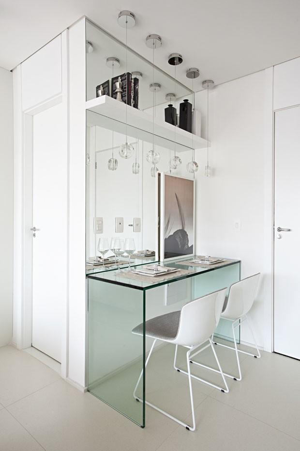 Vidro e cores neutras transformam apartamento de apenas 35 m² (Foto: Gui Morelli)