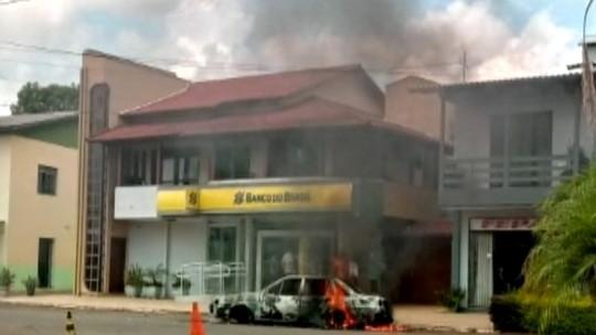 Clientes são feitos reféns durante assalto a banco em Três Palmeiras