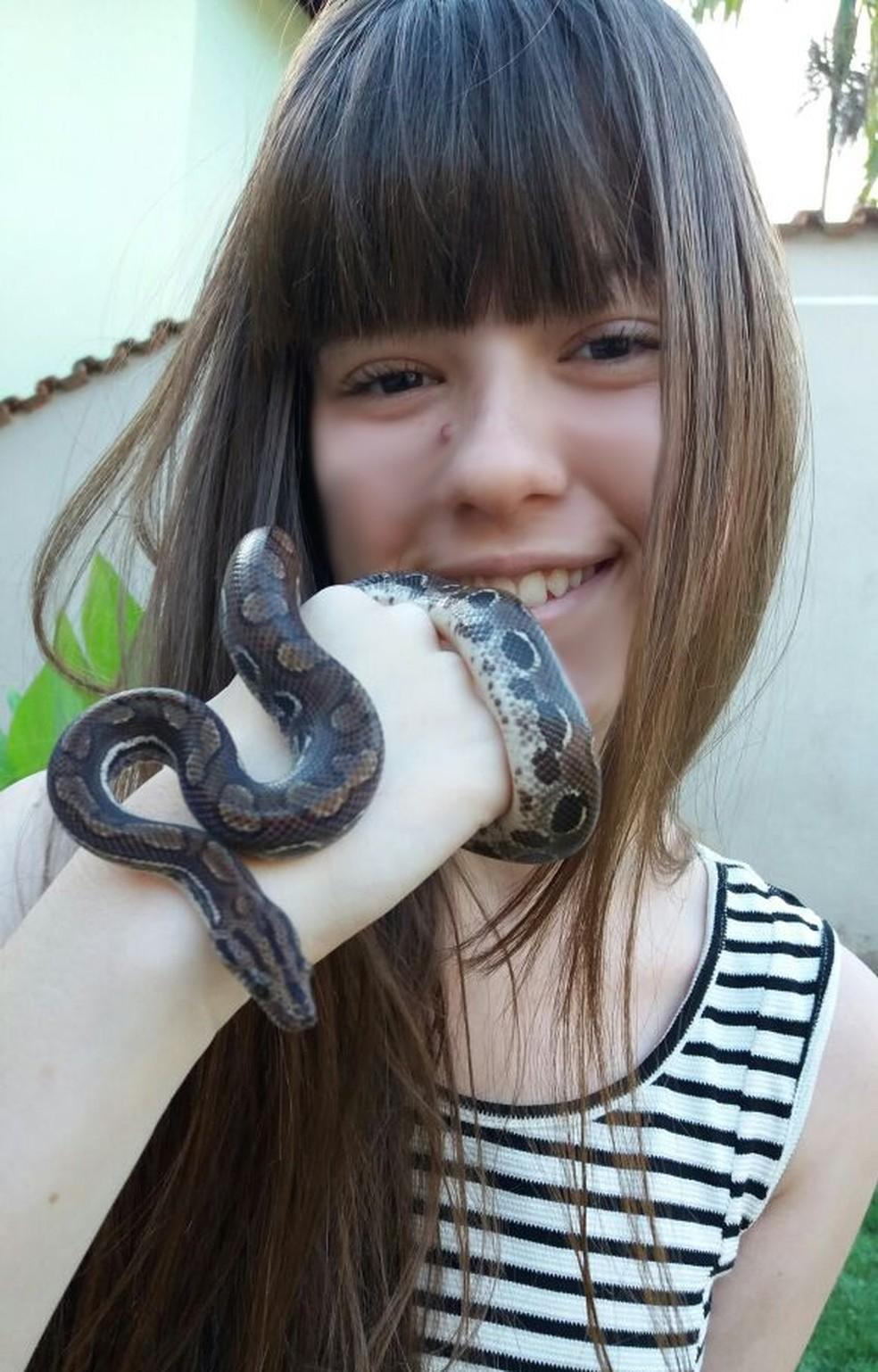 Adolescente disse que interesse pela jiboia foi despertado em feita de ciências (Foto: Clécius Matos/Arquivo Pessoal)