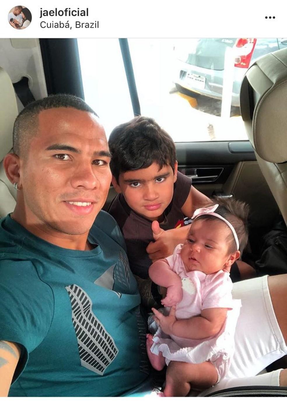 Jael com os filhos em Cuiabá (Foto: Reprodução Instagran)