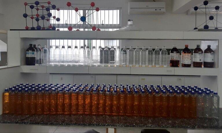 Sabonetes líquidos e detergentes para doação são produzidos pelo IFPB e Sintef-PB