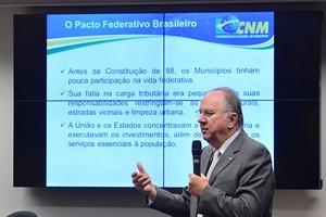 Paulo Ziulkoski, presidente da Confederação, organiza uma nova marcha dos prefeitos em Brasília