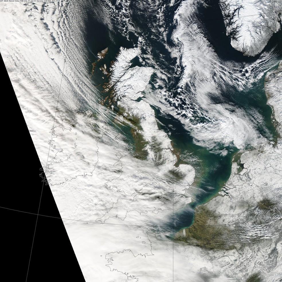 Imagem de satélite mostra quase todo o norte da Grã Bretanha coberto por neve em 11 de fevereiro de 2021 — Foto: Reprodução/Twitter/Met Office