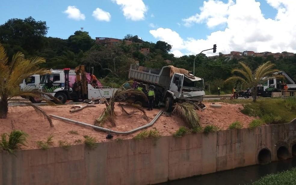 Acidente ocorreu no fim da manhã desta terça — Foto: Cid Vaz/TV Bahia